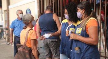 Distribuição de máscaras no Mercado de Casa Amarela nesta sexta (26)
