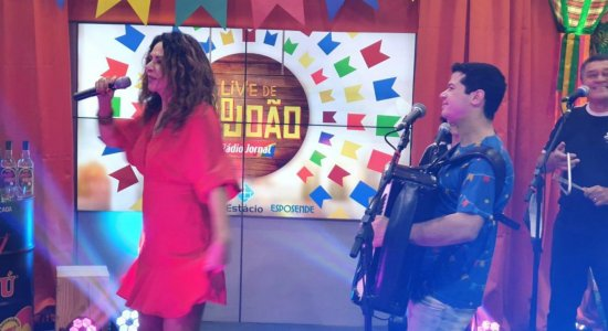Acompanhe a live de Cristina Amaral e Dudu do Acordeon no São João da Rádio Jornal