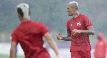 Kieza junto com o elenco do Náutico trabalham para voltar com o futebol no dia 5 de junho.