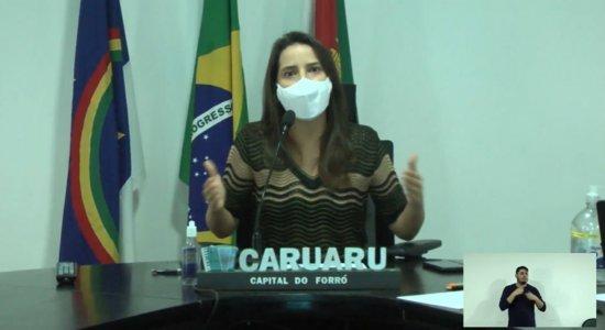 Prefeita de Caruaru, Raquel Lyra, durante coletiva de imprensa online