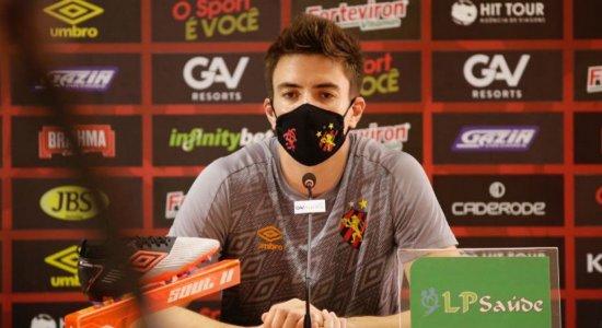 Com suspeita da covid-19 na família, Luan Polli é afastado dos treinos  do Sport