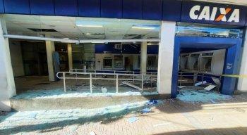 Ao todo, três caixas eletrônicos foram explodidos