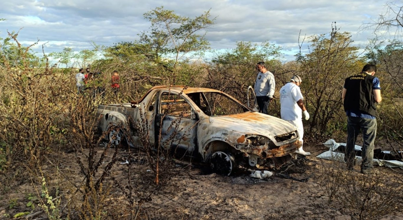 Dois corpos foram encontrados carbonizados dentro de carro em Petrolina
