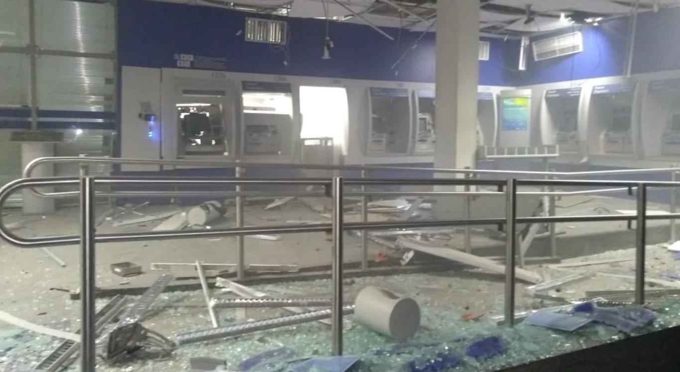 Agência da Caixa Econômica Federal em Limoeiro foi destruída