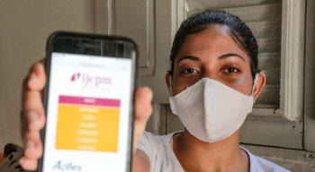 Agora, com internet em casa, a estudante Mariane Helena pode ter acesso às aulas online