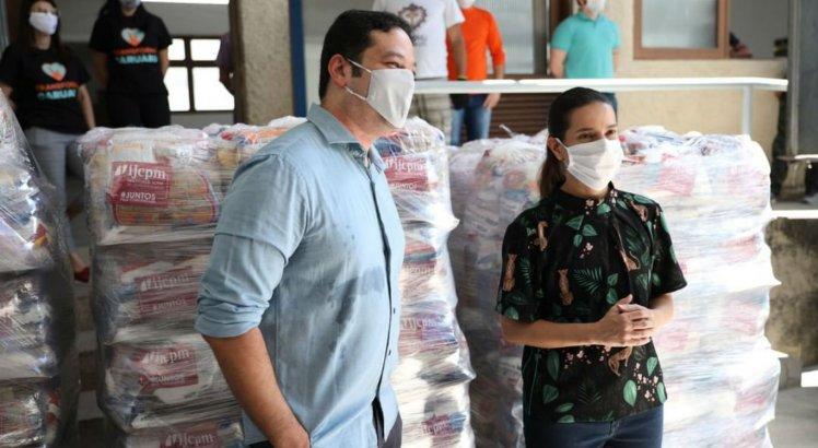 Diretor executivo do SJCC Interior, Carlos Humberto, e prefeita de Caruaru, Raquel Lyra