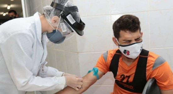 Após casos de covid, médico do Santa Cruz destaca importância de continuar com as testagens