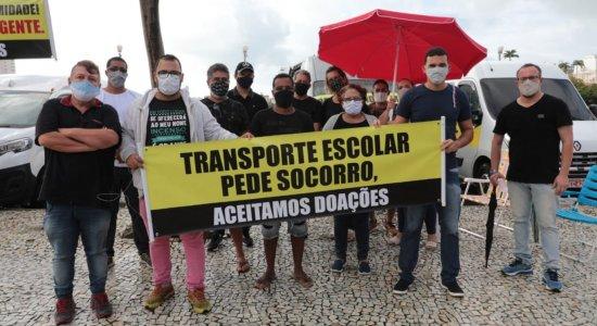 Condutores escolares realizam vigília e pedem ajuda ao Governo de Pernambuco