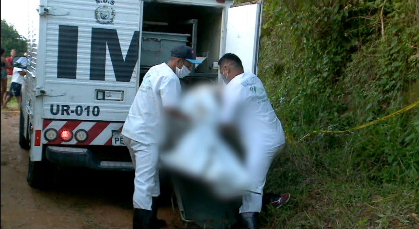 O Instituo de Medicina Legal (IML) foi até o local para recolher o corpo