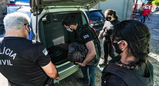 Polícia Civil cumpre operação que investiga Prefeitura do Recife