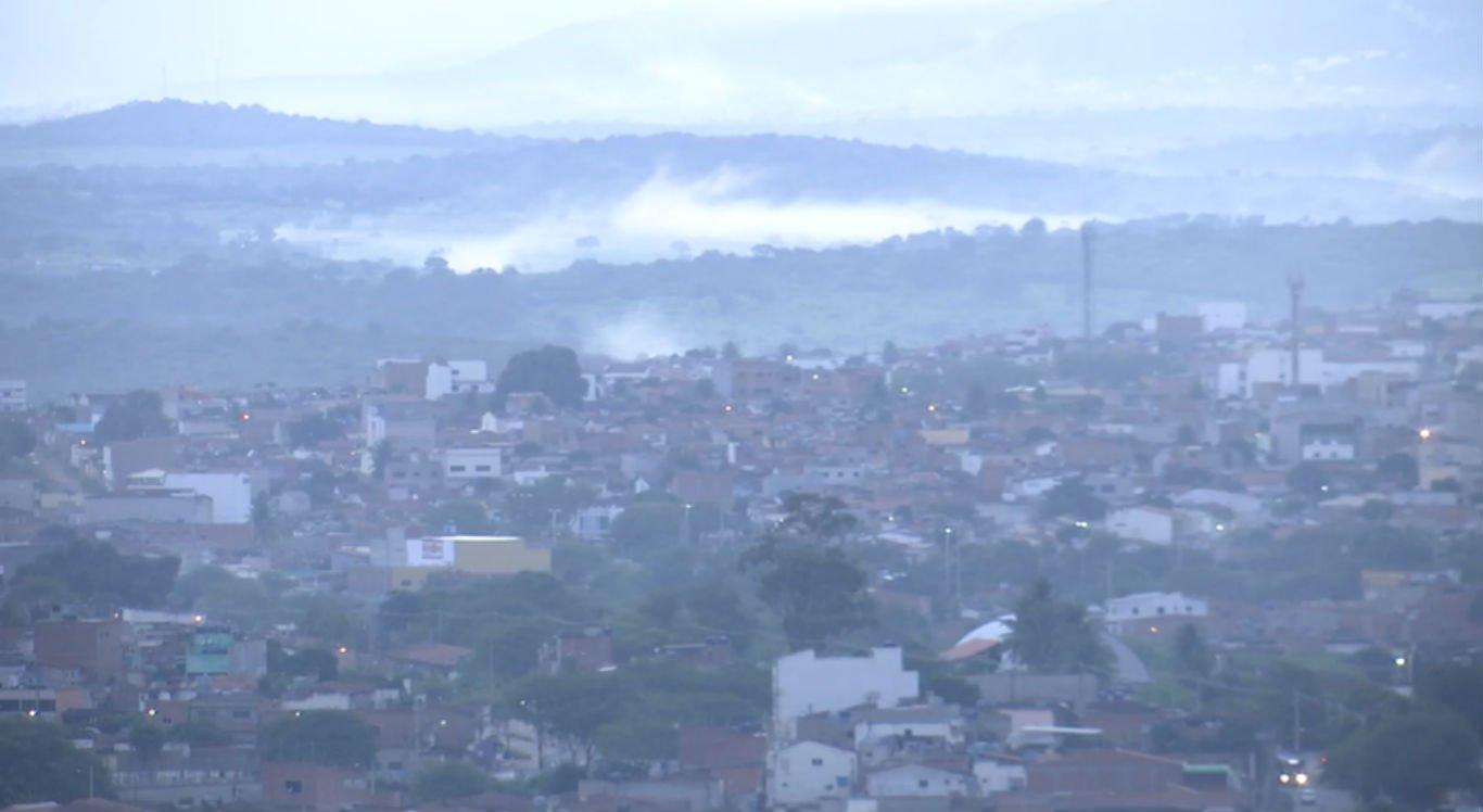 Neblina nas primeiras horas da manhã em Caruaru