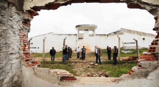 Limoeiro: fuga em presídio teve tiros, explosão de dinamite e morte de cachorro