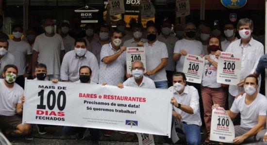 Empresários fazem carreata para cobrar reabertura de bares e restaurantes em Pernambuco