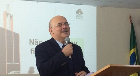 Ministro da Educação tem início de pneumonia por causa da covid-19