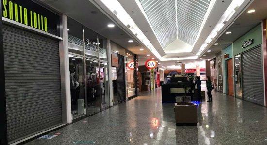 Lojas funcionam das 12h às 20h no Caruaru Shopping