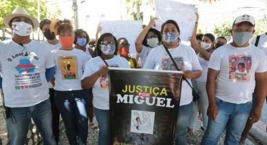 Caso Miguel: Mirtes, familiares e amigos pedem justiça em nova manifestação