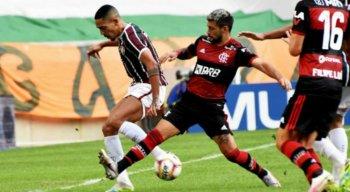 O primeiro jogo da final terminou com vitória do Flamengo por 2x1