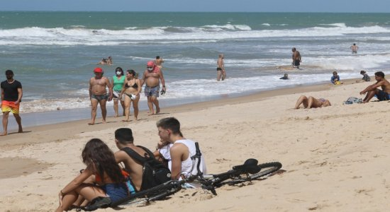 Com medidas obrigatórias, banho de mar é liberado em Jaboatão neste sábado (18)