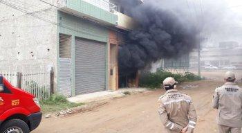 Bombeiros combateram incêndio em Toritama