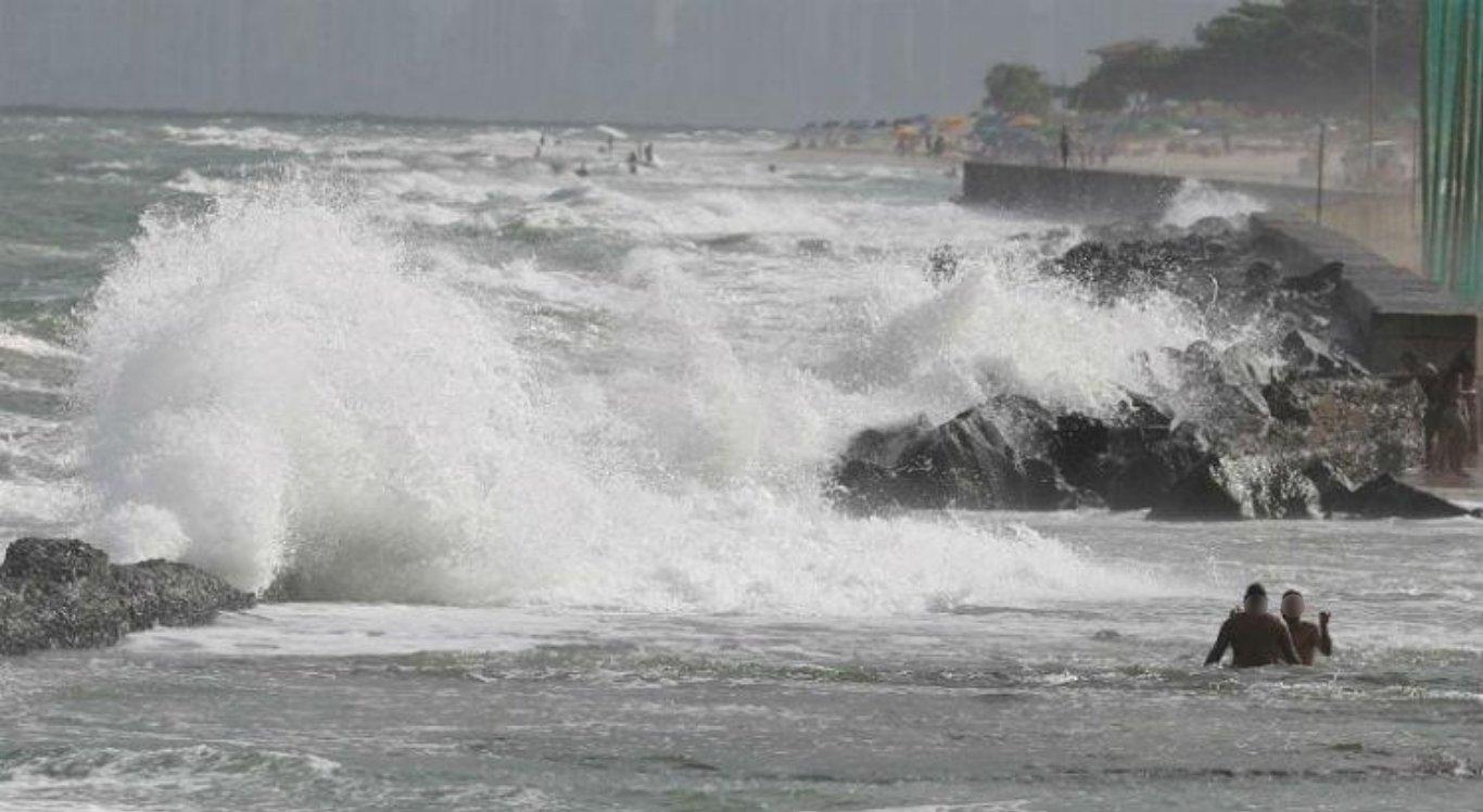 Marinha emite alerta de ondas fortes no Nordeste