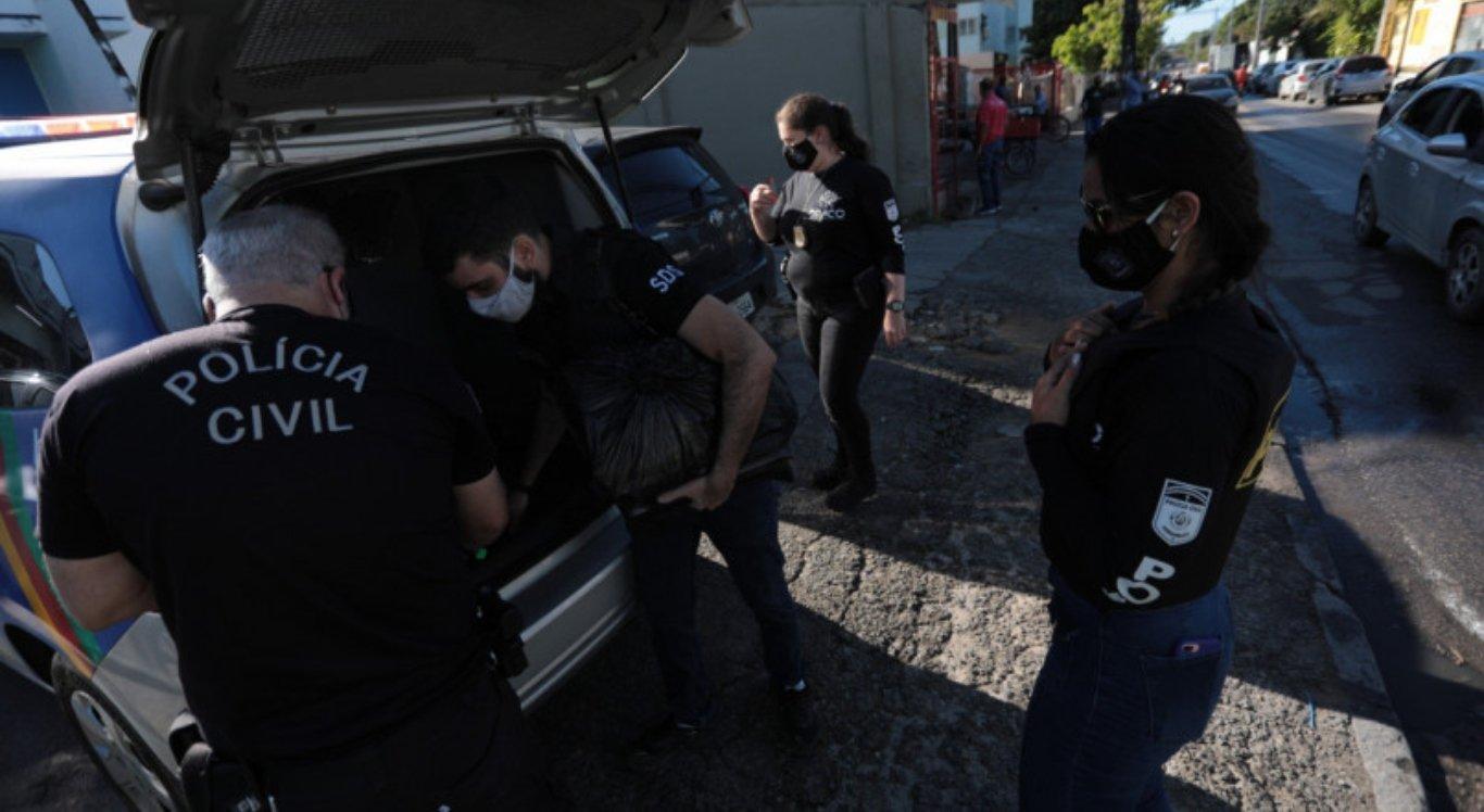 Polícia faz operação contra fraudes em licitações