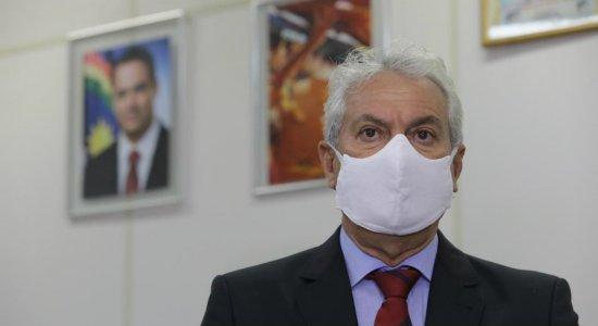 Substituindo Junior Matuto, Jorge Carreiro tem primeiro dia como prefeito de Paulista