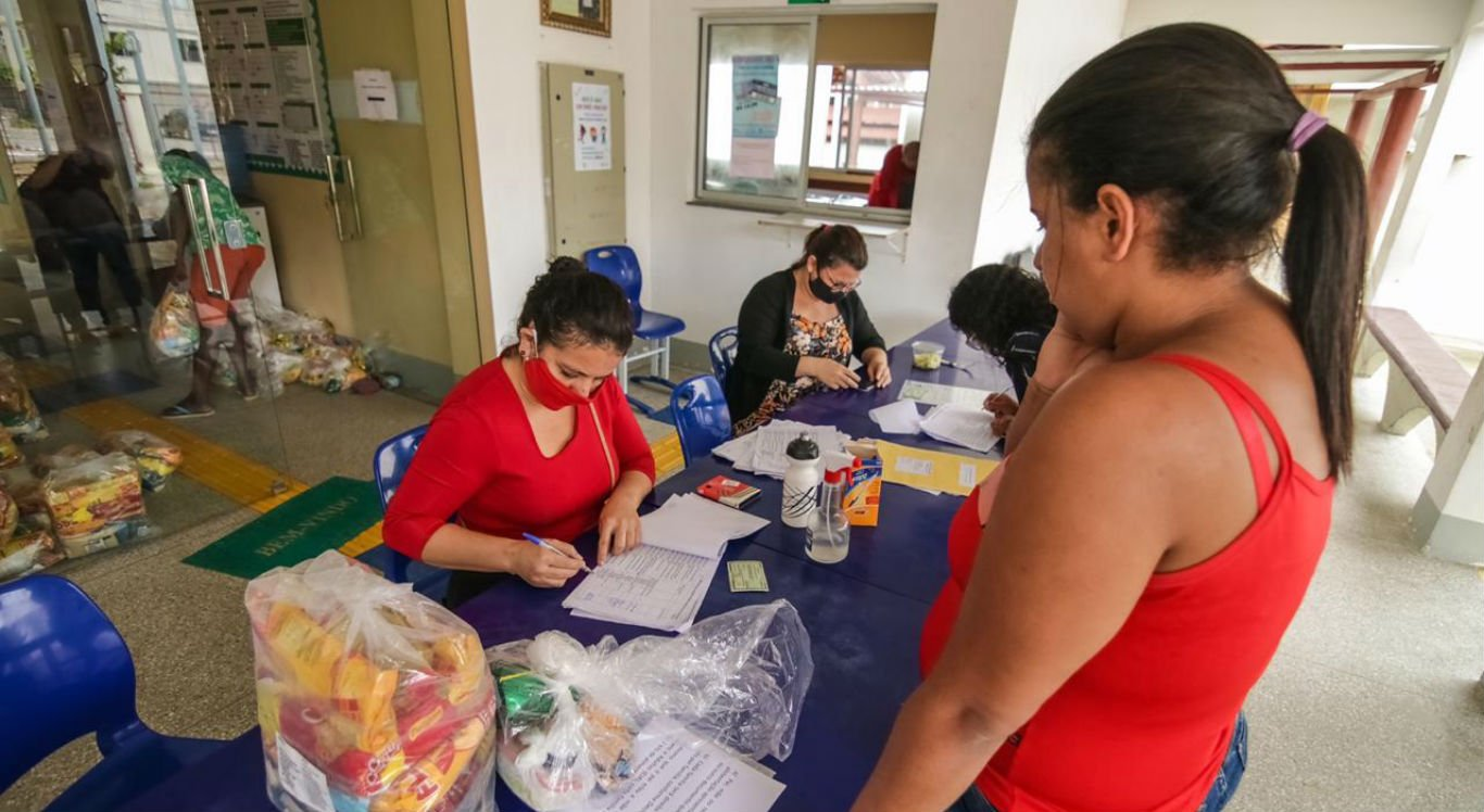 Distribuição dos kits alimentares para alunos da rede municipal