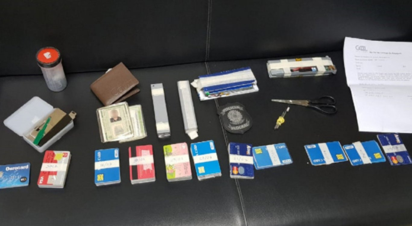 Homem é preso com 130 cartões clonados no Aeroporto do Recife