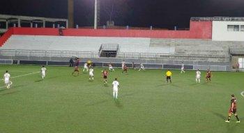 Sport deixou escapar vitória diante do Confiança no fim da partida.