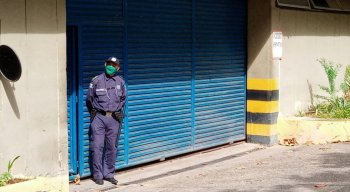 Portas fechadas na Prefeitura do Recife na manhã desta quinta-feira (23)