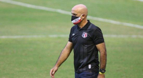 """Técnico do Santa Cruz lamenta final com Arruda vazio e questiona: """"No futebol não pode liberar 50%?"""""""