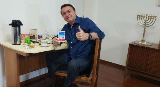 No Facebook, Bolsonaro diz que novo teste para covid-19 deu negativo