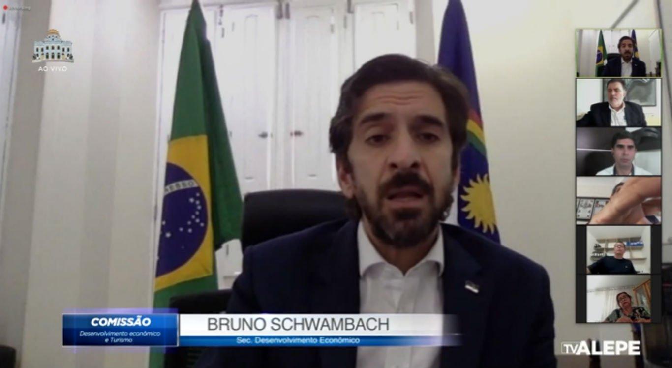 Secretário de Desenvolvimento Econômico de Pernambuco durante videoconferência sobre polo têxtil