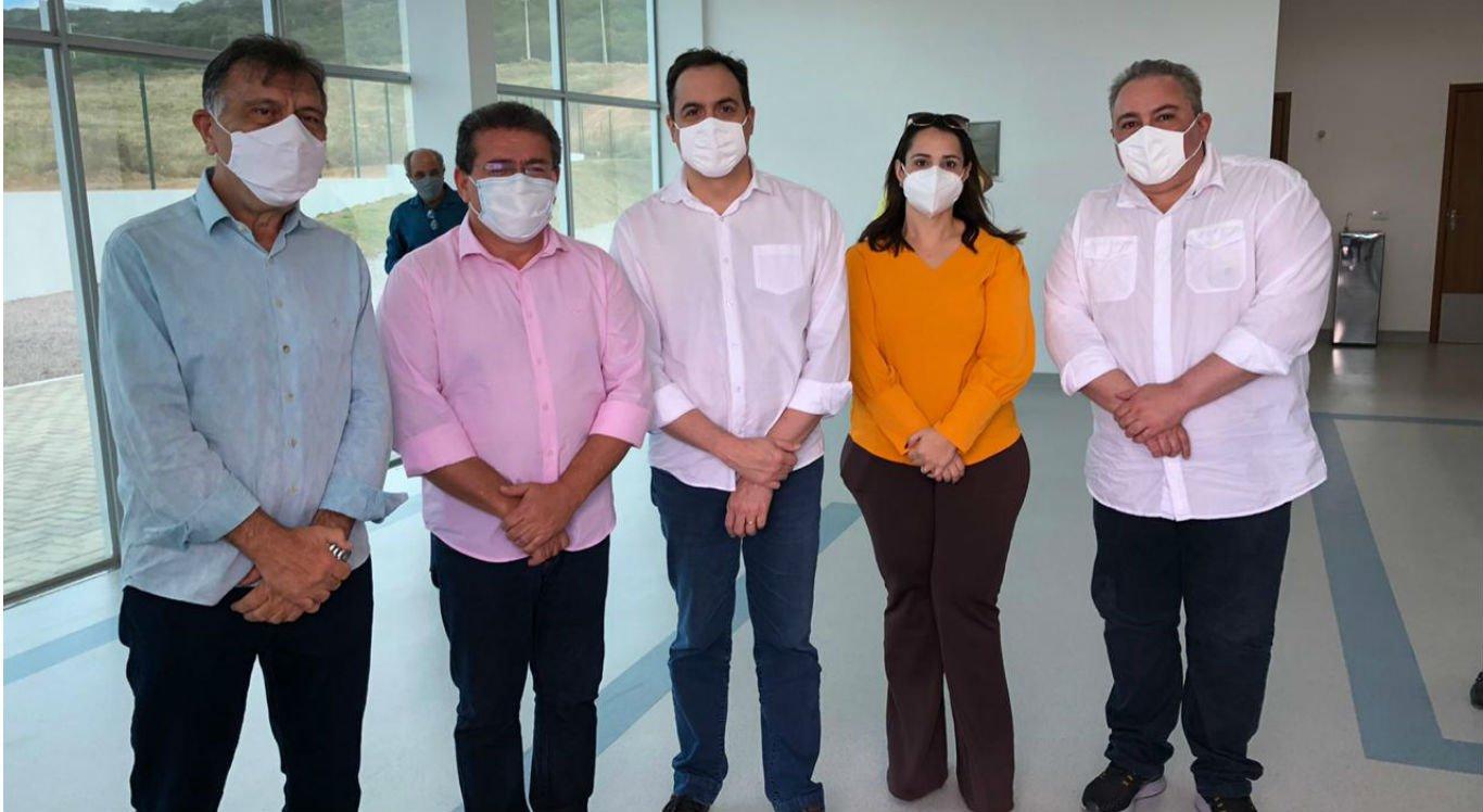 Comitiva participa de inauguração de hospitais no Sertão