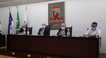 Reitores da UFPE, UFRPE e UPE em entrevista coletiva