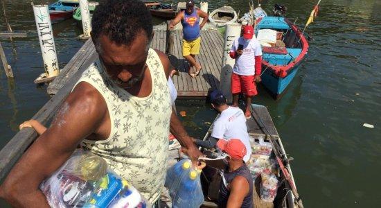 IJCPM: Moradores de Brasília Teimosa recebem cestas básicas