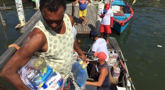 Instituto JCPM de Compromisso Social entrega cestas básicas para moradores de Brasília Teimosa
