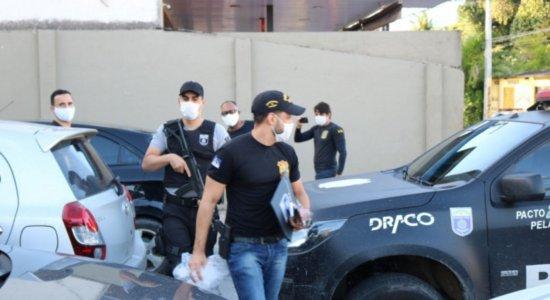 Suspeitos de participar de quadrilha que invadia casas fingindo ser da Polícia são alvos de operação em Olinda e Recife