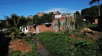 Cinco pessoas foram assassinadas  na madrugada de hoje. Três em Camaragibe e duas em São Lourenço. Segundo a polícia as mortes tem ligação pois todos os mortos são de São Lourenço.