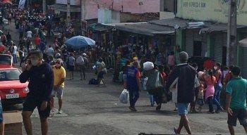 Registro de aglomeração na Feira da Sulanca, em Caruaru