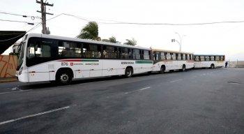 Acidente envolvendo três ônibus no Cais de Santa Rita
