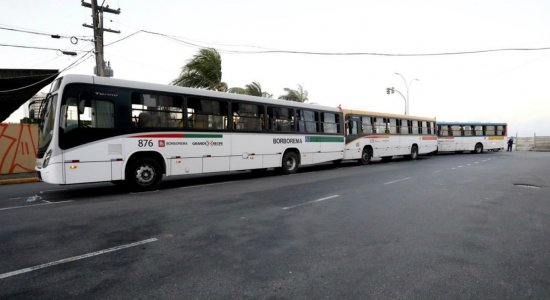 Acidente entre três ônibus deixa pessoas feridas no Cais de Santa Rita