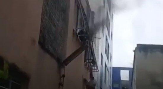 Homem fica ferido após limpar computador com álcool e aparelho explodir na Várzea