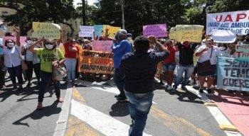 Protesto de comerciantes da praia nas ruas do Recife.