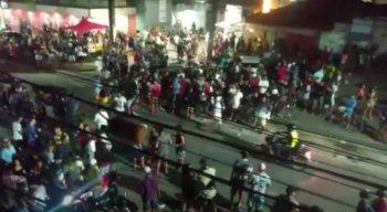 Morador do bairro de Prazeres, em Jaboatão dos Guararapes, denúncia aglomeração em festa