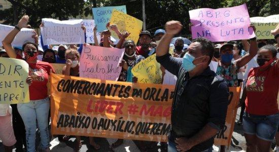 Impedidos de trabalhar, comerciantes das praias de Pernambuco realizam protesto