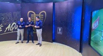 Maciel Júnior (E), Leonardo Vasconcelos (C) e Aroldo Costa (D) comandaram a transmissão da TV Jornal na Copa do Nordeste 2020