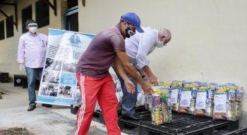 Cerca de 500 quilos de alimentos e produtos de limpezas foram doados ao Abrigo Cristo Redentor