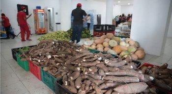 Mais de 10 toneladas de alimentos produzidos por agricultoras e agricultores da Zona da Mata, Agreste e Semiárido pernambucanos chegam ao Recife neste sábado (8)