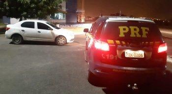 Homem de 29 anos que estava em um carro roubado de uma locadora e foi detido em Caruaru